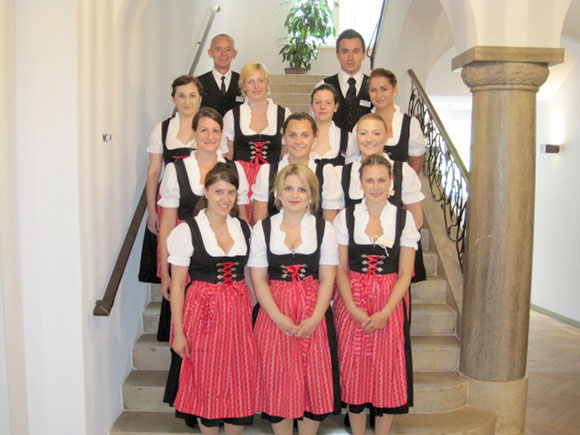 Serviceteam in Tracht