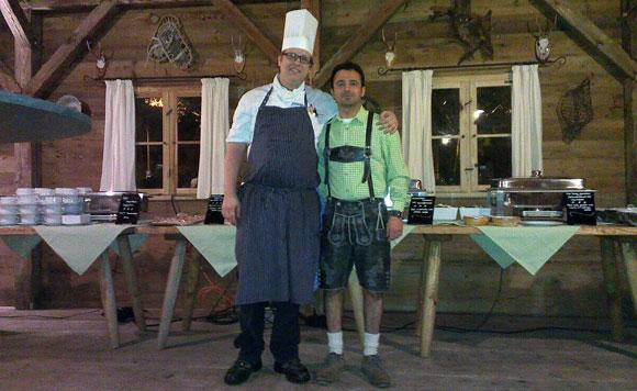 Koch und Mann in Tracht