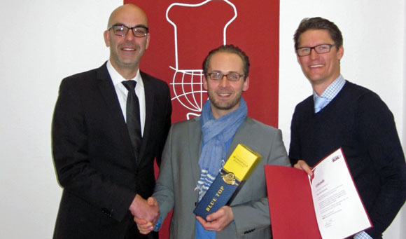 Gratulation (von links): Matthias Recknagel, Oliver Neumann, Holger Kraatz