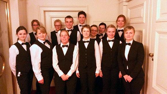 Sabine Noa (Personaldisponentin Service in Dresden, ganz rechts im Bild) war mit ihrem Team als Oberkellnerin im 1. Rang im Einsatz