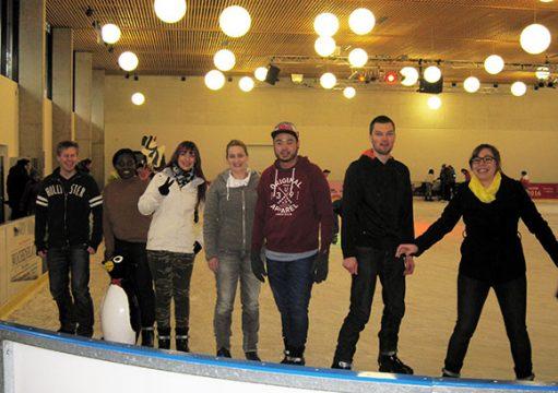 """""""Kaiserslautern on Ice"""" – 10 mutige Mitarbeiter wagten sich beim Kick-off aufs Eis und genossen einen temporeichen Nachmittag"""