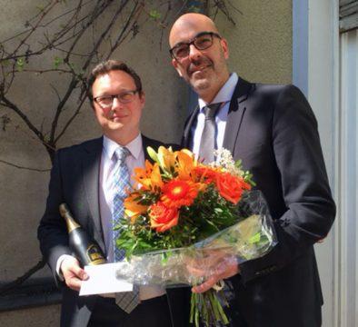 Matthias Recknagel (rechts), operativer Geschäftsführer, bedankte sich persönlich bei Ulf Lampke (links) für seine langjährigen Dienste und Firmentreue