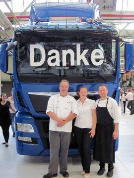 Sie leisteten ganze Arbeit: BUHL-Niederlassungsleiterin Sabine Dolata-Fasold mit Eurest-Betriebsleiter Frank Rückle (l.) und Koch Michael Gerber