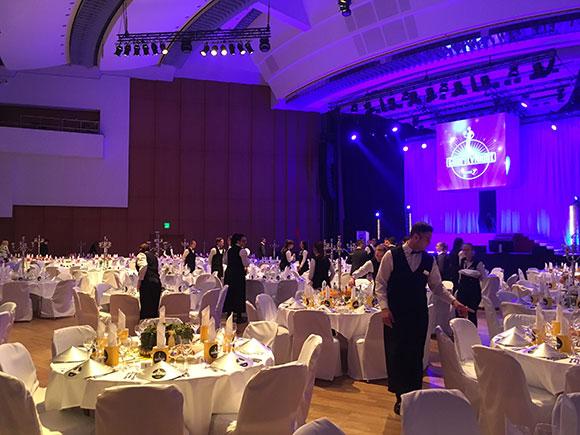 Der große Ballsaal mit seinem Lichtermeer sorgte für eine unvergessliche Atmosphäre.