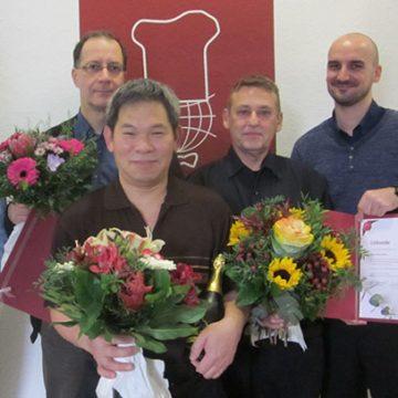3x 10 Jahre BUHL: Regionalleiter Holger Kraatz (ganz links) und Dennis Grade (Personaldisponent Service, ganz rechts) gratulieren Herrn Linde (2.v.l.), Herrn Pham (Mitte) und Herrn Bauer (2.v.r.)