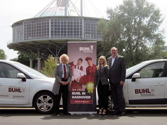 Das BUHL-Team aus Hannover (v.l.n.r.): Petra Gerling (Fachbereichsleiterin Service), Claudia Watzel (Personaldisponentin Service)und Jürgen Weiß (Niederlassungsleiter)