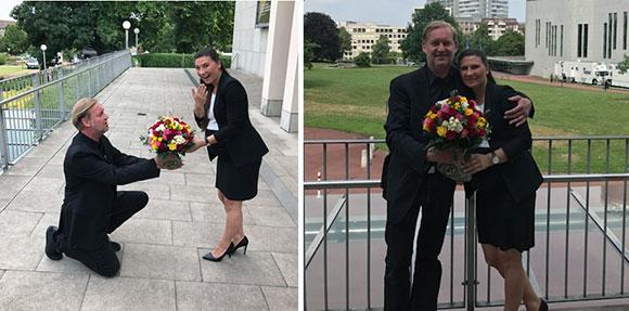 Dankeschön und Blumen zum Abschied von Regionalleiter Thorsten Purrucker für die baldige Mama Anna Konieczny