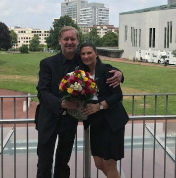 Blumen zum Abschied von Regionalleiter Thorsten Purrucker für die baldige Mama Anna Konieczny