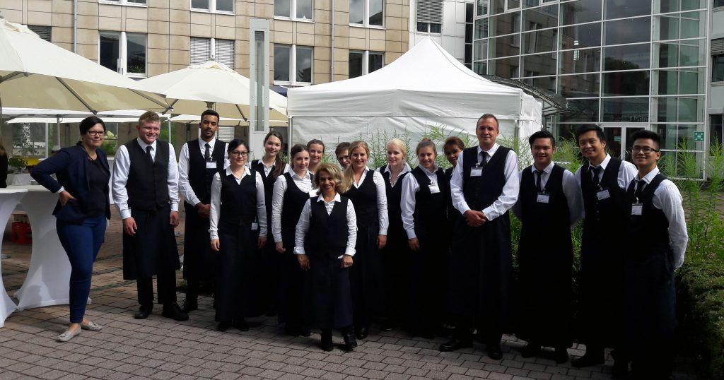 20 BUHL-Servicekräfte, 5 Köche und 10 Küchenhilfen trugen in Bonn mit Engagement und Einsatz zum Gelingen des KfW-Festes bei
