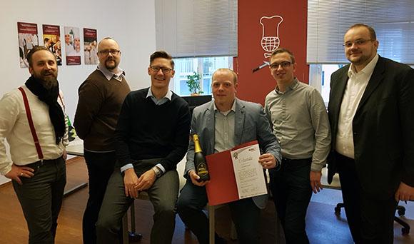 Das ganze Berliner Küchen-Team aus allen drei Niederlassungen ist zu Ehren von Herrn Speidel zusammengekommen