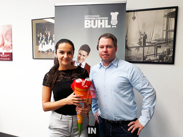 Lyuba Minich mit Carsten Knobloch (Personaldisponent Service)