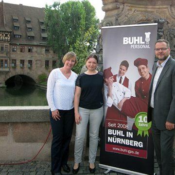 Unser Team der Niederlassung Nürnberg (v.l.n.r.): Vanessa Buhl (Personaldisponentin Service), Katja Laudenbach (Teamassistentin), Michael Laudenbach (Regionalleiter)