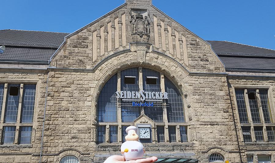 Bert am Bielefelder Bahnhof