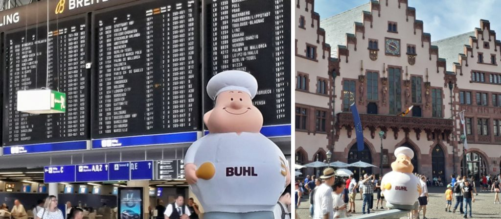 Bert am Frankfurter Flughafen vor dem historischen Römer