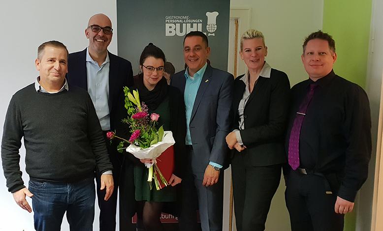 Das Team aus Bonn (v.l.n.r.): Frank Pfister (Fachbereichsleiter Küche), Matthias Recknagel (Geschäftsführer Operative), Natalie Lampke, Daniel Habibi-Naini (Regionalleiter), Pia Leitner (Projektleiterin Vertrieb) und Tim Krauser (Vertriebsassistent)