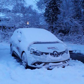 BUHL-Auto verschneit