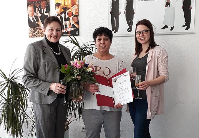 Seit 10 Jahren ist Frau Düsgün eine wichtige Mitarbeiterin in unserem Team in Frankfurt