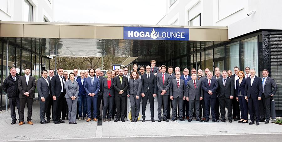 Geschäftsführung, Abteilungsleiter, Regional- und Niederlassungsleiter aus der ganzen Republik reisten zur Tagung nach Augsburg.