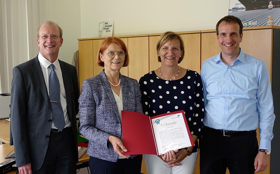 Mit ihrer großen Erfahrung und ihrem Wissen ist Frau Finkel eine unentbehrliche Stütze für das Team der BUHL Lohn GmbH!