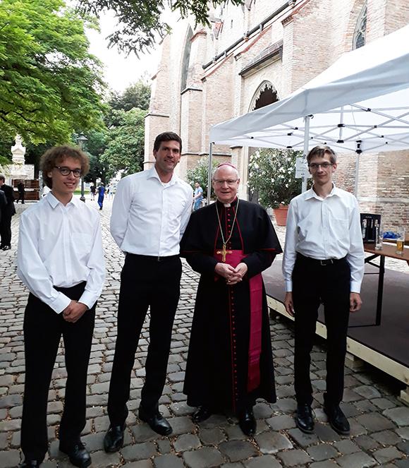 Der Augsburger Bischof Konrad Zdarsa ging in Ruhestand.
