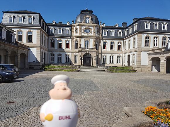 In Offenbach, dem Sitz des Deutschen Wetterdienstes, lernte Bert alles über das Wetter.