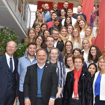 Ulrich Müller, BUHL-Geschäftsführer Personal und Recht, hielt einen anregenden und informativen Vortrag an der Hotelfachschule Pegnitz.
