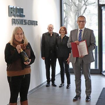 Auch Geschäftsführer feiern gerne 10-jährige Jubiläen ... bei BUHL in Augsburg in der Zentralverwaltung
